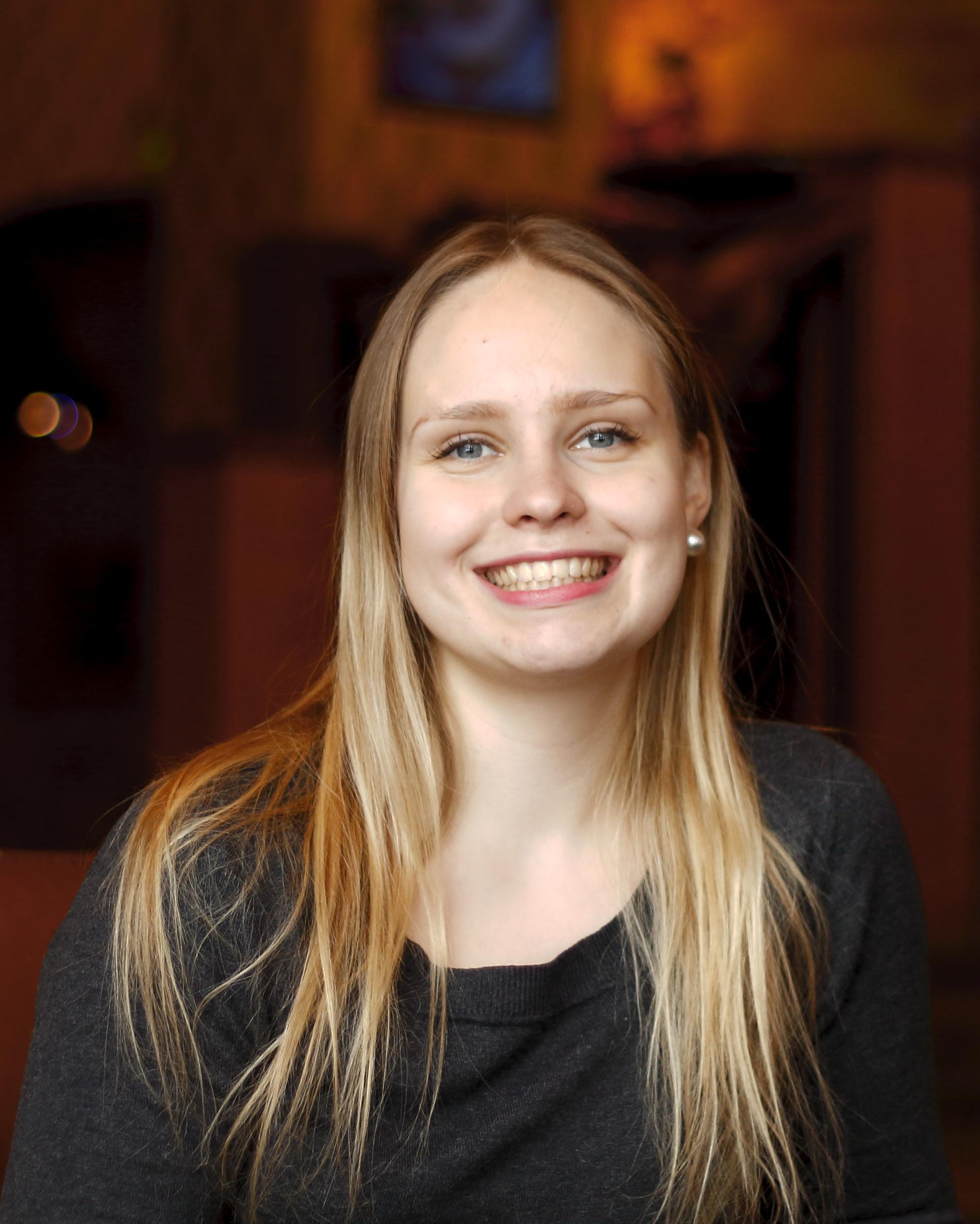 Elena Veijalainen : Sihteeri & Tiedottaja